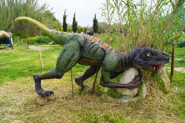 """""""Η εποχή των δεινοσαύρων"""" – Πάρκο Δεινοσαύρων στην Κερατέα"""
